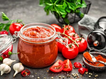 Апетитен доматен сос с люти чушки и кимион за зимата в буркани - снимка на рецептата